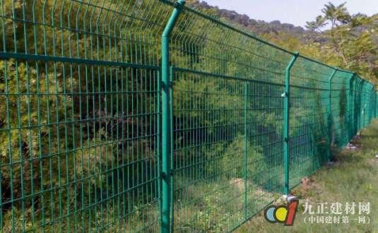 双边护栏网图片