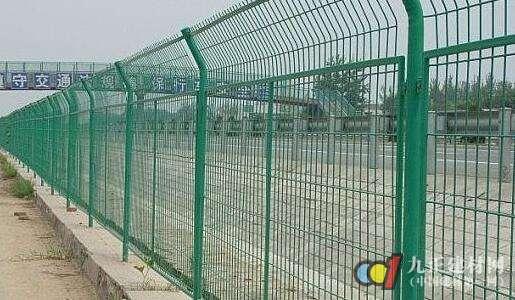 高速护栏网效果图