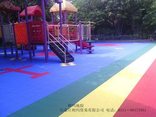 贵州 软悬浮拼装地板生产厂家 羽毛球场拼装地板 米格 草绿色