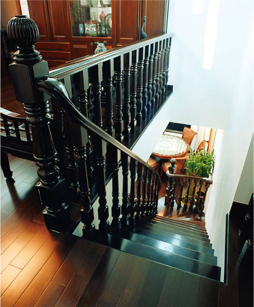 威得利楼梯-水泥结构,木栏杆-巴塞尔-001