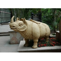 犀牛和大象造型砂岩雕塑适合放在大门两边
