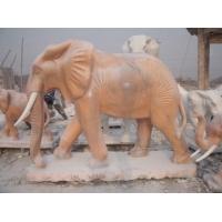 汲水纳财的大象石雕