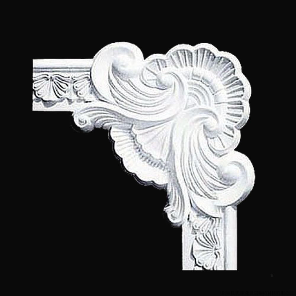 选购石膏线条主要看下面几点:   1、看图案花纹深浅。一般石膏浮雕装饰产品图案花纹的凹凸应在10毫米以上,且制作精细。这样,在安装完毕后,再经表面刷漆处理,才能依然保持立体感。   2、看表面光洁度。由于石膏浮雕装饰产品的图案花纹,在安装刷漆时不能再进行磨砂等处理,只有表面细腻、手感光滑的石膏浮雕装饰产品案装刷漆后,才会有好的装饰效果。   3、看石膏线厚薄。石膏是气密性胶凝材料,必须具有相应厚度,才能保证其分子间的亲和力达到最佳程度,从而保证一定的使用年限和在使用期内的完整、安全。   4、看石膏线强度