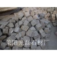 山东天然黄砂岩小方块石 自然面方块石 厂家直销