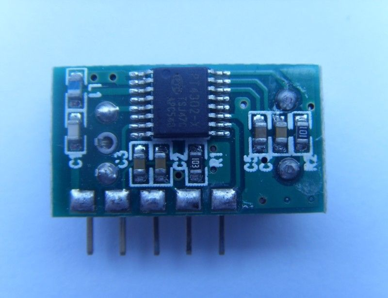 PT4302 是一款特小体积,超低功耗,高灵敏度的OOK / ASK超外差接收模块,工作在315.0MHz 433.92MHz频段。芯片内包括一个低噪声放大器(LNA) ,一个下变频混频器,一个片上锁相环(PLL)的集成压控振荡器(VCO)和环路滤波器,一个OOK/ASK的解调器,数据滤波器,比较器和片内稳压器。高度集成了超外差接收电路的所有功能。具有较高的接收灵敏度和稳定性。并具有较宽的工作温度范围和较宽的电压范围。芯片指标符合欧洲或北美管理标准。 【主要特点】 超小体积 超低功耗 高灵敏度 【性能参数