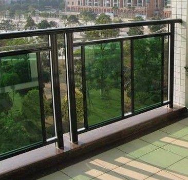其结构和铝合金玻璃阳台栏杆非常类似,不同的是锌钢材质具备优秀的