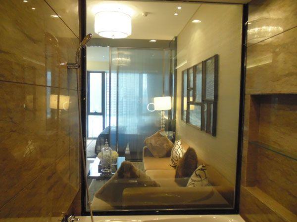 —整合整个室内设计风格,调光玻璃用于酒店的淋浴室,公寓隔断.