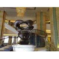 深圳玻璃钢雕塑厂供应玻璃钢古铜大飘带雕塑|设计人物雕塑