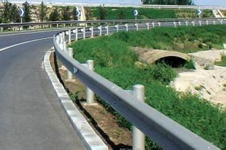 供应高速公路护栏板 防撞护栏 山东润昌