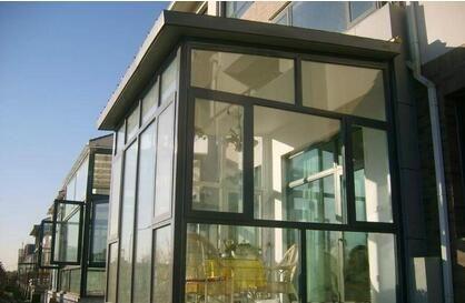 钢化玻璃封闭阳台安全吗?