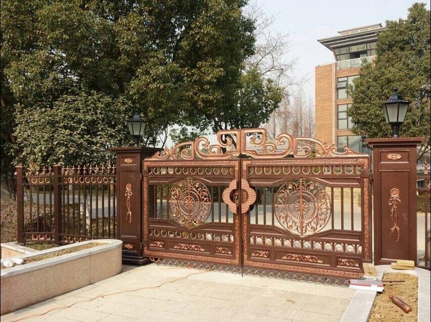 高档别墅庭院大门上,铝合金门