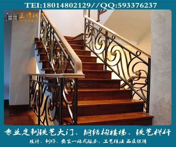 随 着人们生活水平的提高,住房制度的改革,新型的复式建筑大量涌现,作为楼房必不可少的楼梯扶手行业,正以前所未有势头蓬勃发展。各地建材市场出现了大小不 等的楼梯扶手专卖店,据有关资料报道,在国外楼梯扶手行业被视为新光的黄金产业。传统的木制品、铸铁、不锈钢三大系列楼梯扶手,在家居、酒店、宾馆楼 梯装饰中难以满足现代人对建材艺术美的追求。