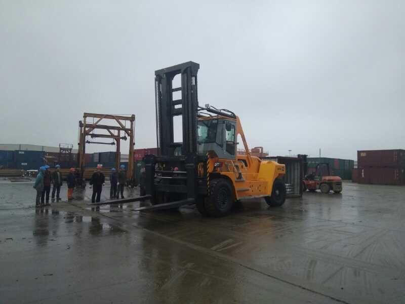 华南重工30吨叉车 厂家供应质量可靠性价比高30吨叉车