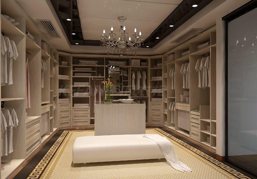 一、红爵系列  红爵系列,红酒般醇厚的色泽华贵大气,设计保留了欧洲复古纹雕刻,去除了多余繁复的花纹,相对简约的设计更耐看更适合现代人的审美。人性化的柜体设计让实用与美观兼具。红爵系列除了定制衣柜外,还有配套定制的橱柜、吊柜柜、书柜等,让家居风格保持一致。 二、洛金系列    洛金系列,咋看之下设计简约不繁琐,却巧妙地以描金雕刻了贵气,朦胧月光黄渲染了浪漫,复古精致拉手点缀了华丽。