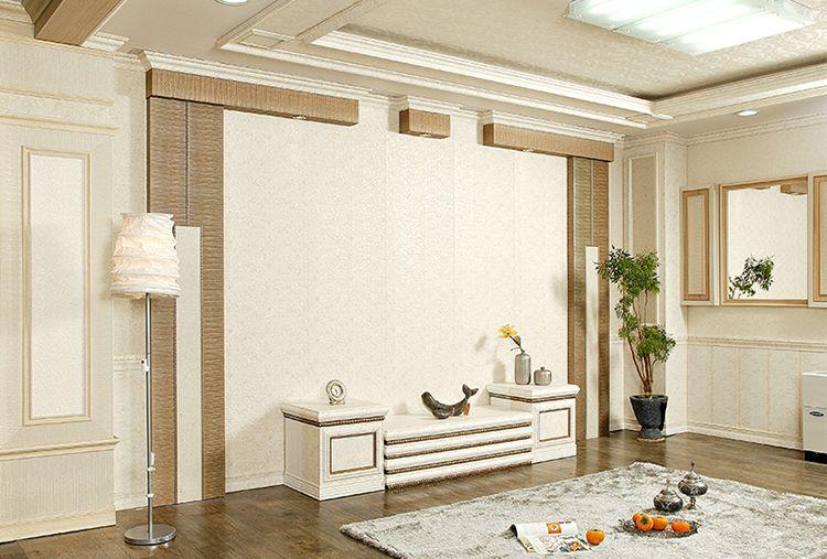 本产品是进口柞木碳成分装饰板零甲醛,可吸附甲醛,净化空气,绿色环保,对去除新房装修味道和有害化学成分等室内污染有卓越的效果。产品规格是600*2400mm,按平方销售。 产品可做护墙、吊顶、背景、房门、移门、柜门等,除甲醛率63%,等于在家里装了个高端大气且美观的净化空气器,材料施工非常简单,普通的木工都能做,只需要用木工板打底找平,然后用枪钉在凹陷处打钉即可,我们有非常完善的配套收边线条和阴角线、阳脚线、踢脚线等。
