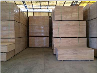供应泰国进口橡胶木实木拼接板0.8AA