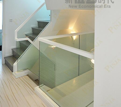 品家 现代风格玻璃实木楼梯 玻璃卡槽现代楼梯首选效果图