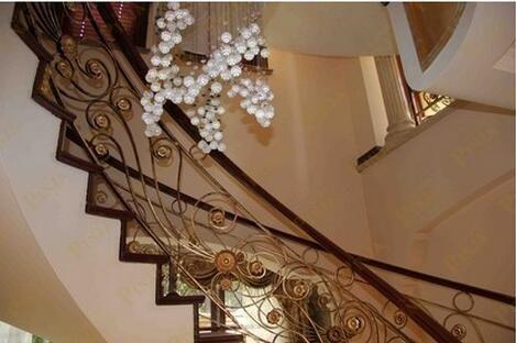 奢华完美橡木弧形楼梯踏板 高档铁艺楼梯围栏整体大花配置 别墅