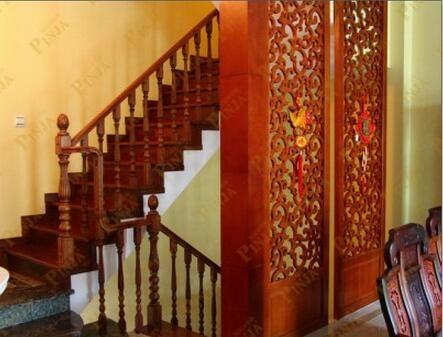 别墅美式楼梯设计安装 美式楼梯搭配中式实木雕花屏风