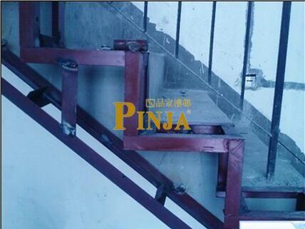 别墅楼梯做外挂栏杆加宽 水泥龙骨加木工板加宽楼梯方法