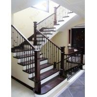 橡木制作别墅楼梯扶手踢脚线 简约铁艺配置美式实木大方柱