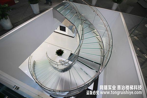 同瑞供应全玻璃楼梯,旋转玻璃楼梯订制