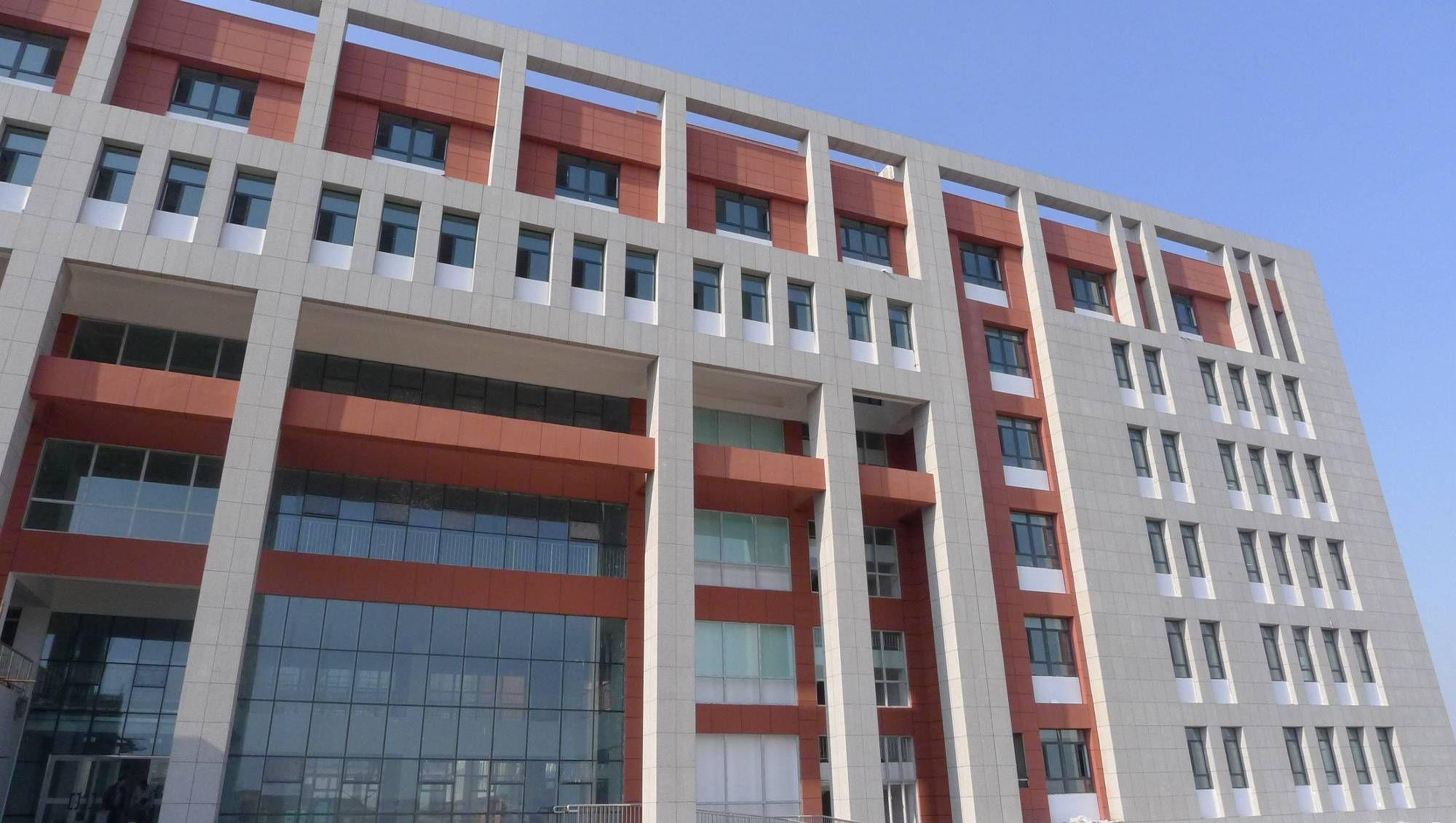 佳美(新疆乌鲁木齐职业大学宿舍楼2)