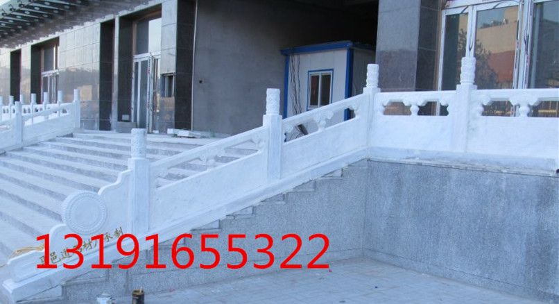 制作芝麻白石栏杆,石材桥护栏