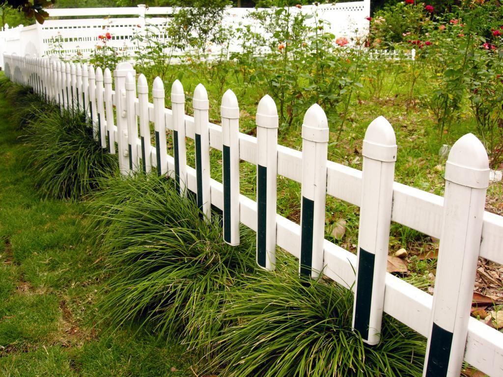 pvc草坪护栏 安全、环保,对人(畜)无害:表面光滑、手感细腻、色彩鲜亮、强度高、韧性好,选用国产一级原生料,即使无意触及护栏也不会像钢、铁护栏那样伤人。 抗老化测试:在-50至70下使用不褪色、不开裂、不脆化,可高达30年。 免维护:不枯朽、不腐蚀、不褪色、不需要日常维护,不污染环境。