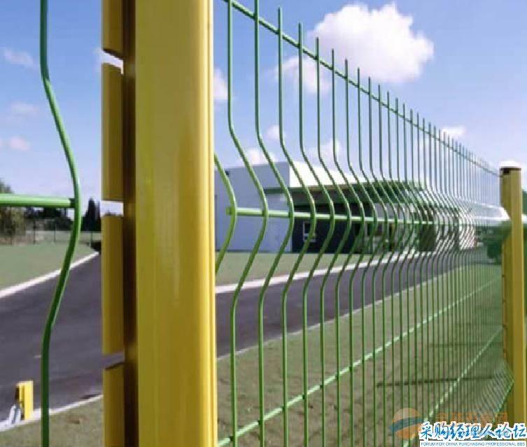 S2001桃型柱三角护栏网