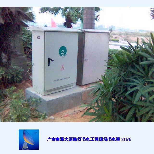 它采用先进电磁调压技术,动态调整路灯照明回路的输入电压和电流,使