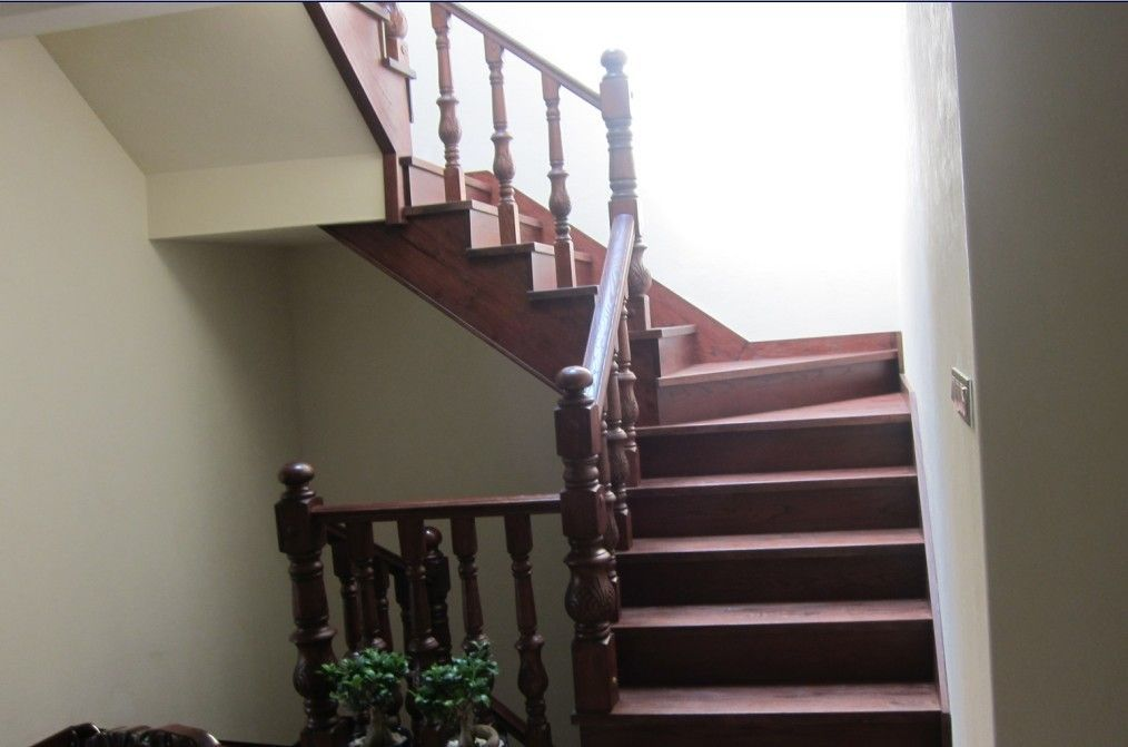 实木楼梯有泥基础铺板