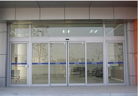 欧冠强锁自动玻璃门