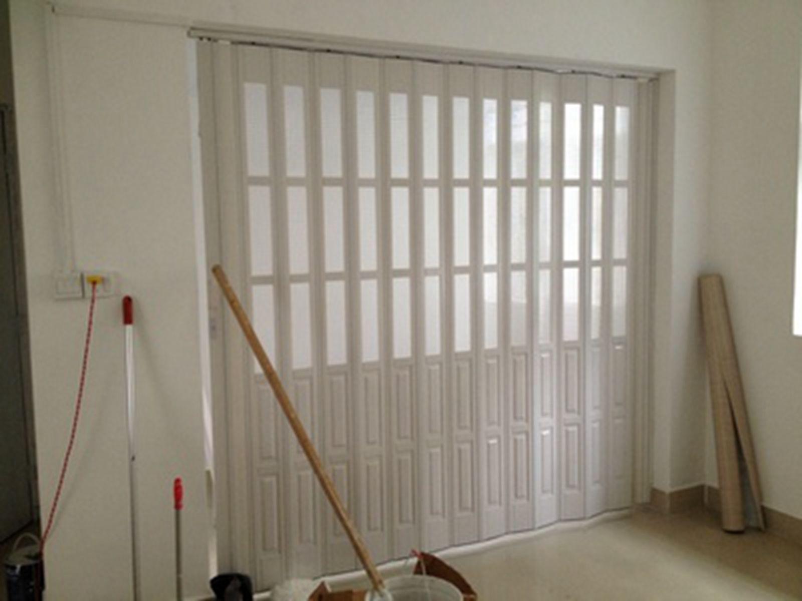 pvc折叠门 主要适用于车间,商场,办公楼,展示厅和家庭装潢等场所的图片