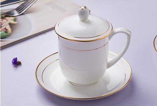 景德镇骨质瓷描金国徽茶杯,定制办公礼品骨瓷茶杯