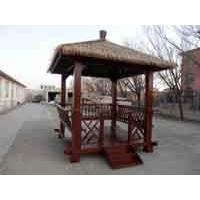 供景观茅草亭,碳化木桌椅,户外休闲家具