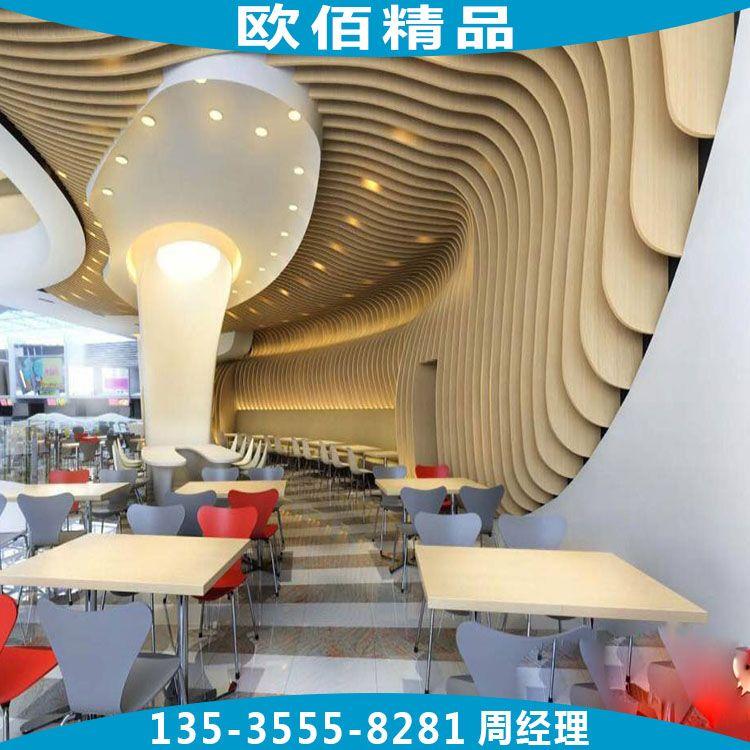中庭大厅造型弧形铝格栅天花 弯弧铝方通造型吊顶