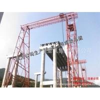 160T升高50m龍門吊成功吊梁。
