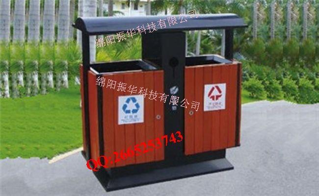 钢木分类垃圾桶ZH3010 尺寸:400*400*750mm 板材厚度:钢板1.0 材质:钢木 配件:内桶+钥匙 ZH3010分类垃圾桶,又称之为多功能垃圾箱,分为:可回收桶+不可回收桶+烟灰盅+电池桶,符合环保分类意识。 产品优势: 1.功能齐全 2.顶部弧形设计,更好的保护了产品,雨水不易进入内桶,垃圾不易堆积在顶部。 3.