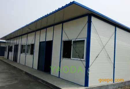 (二)二层钢活动板房结构部分:  1,固定间壁墙立柱采用50mmt50mm